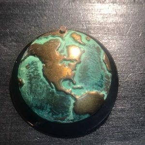Vintage world pin 🌎